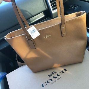 🆕NWT Coach Tan Leather Tote Bag